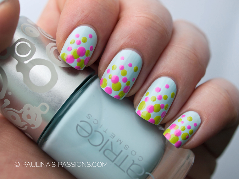 polka dots spring nails