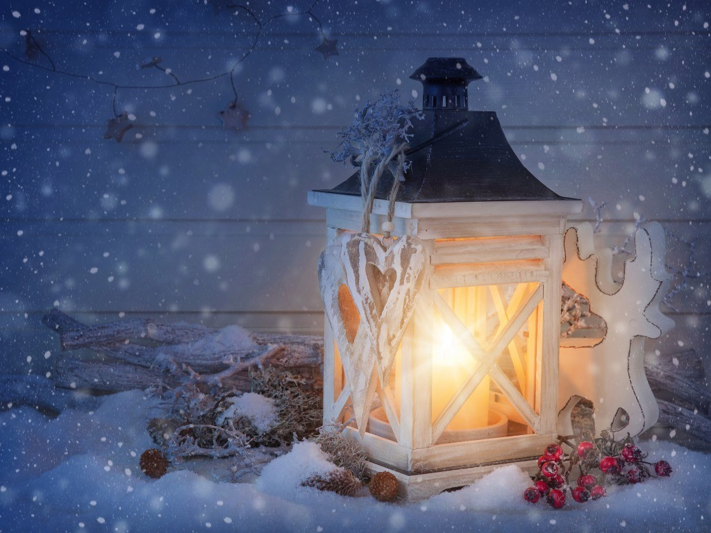 Snowfall on lit lamp winter wallpapers