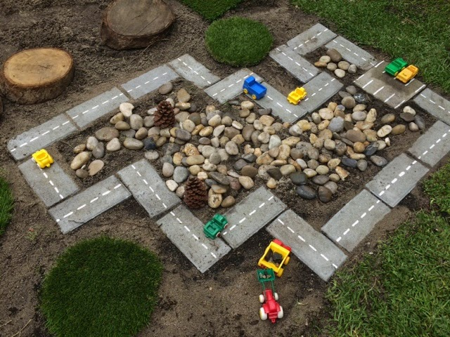 8 DIY Outdoor Car Track with Proper Decoration
