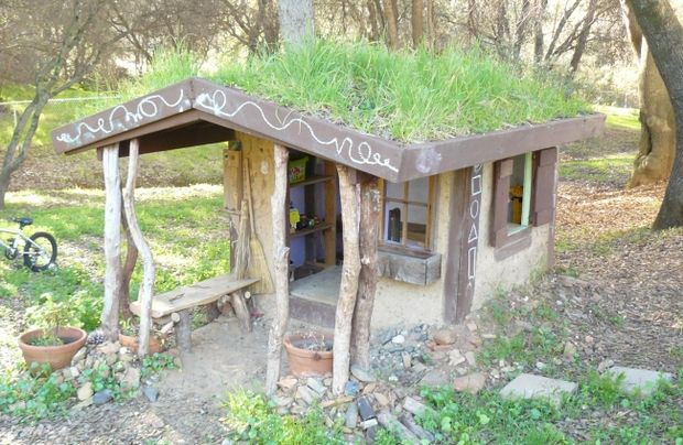 29 Whimsical Cob Style Playhouse With Countryside Dcor