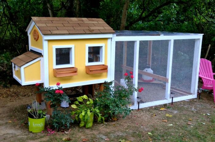 5 Bright Cherry Yellow Chicken Coop with Flower Decoration