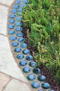 Bury Bottles Upside Down for Garden Edging – DIY Ideas