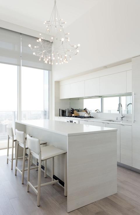 12 Classy Kitchen Arrangement With Statement Lighting