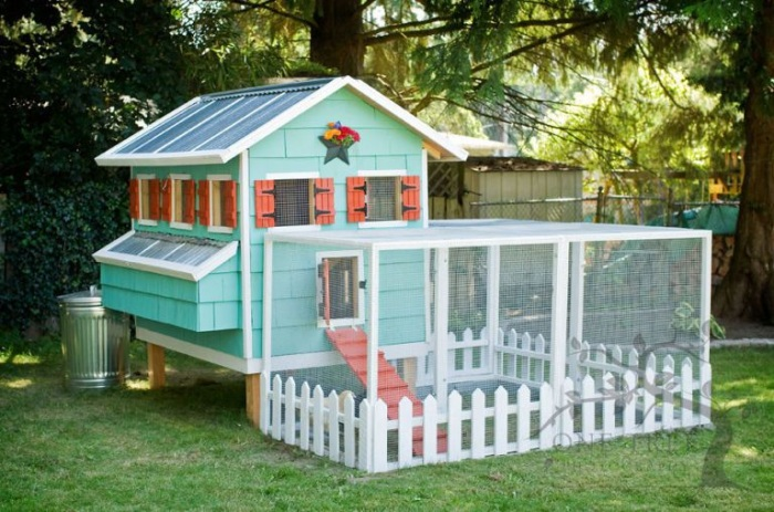2 Colorful DIY Chicken Coop with Attached Hen House