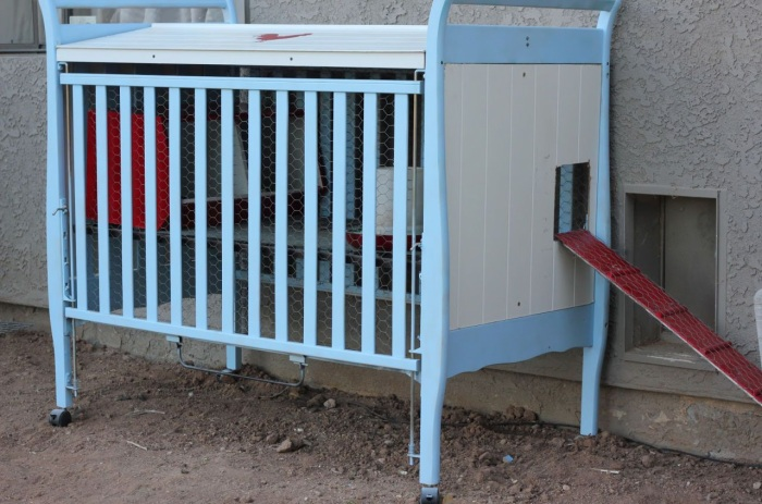 8 DIY Easy Chicken Coop from Repurposed Crib