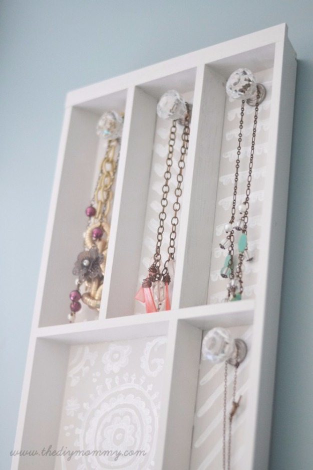 25 DIY Trendy Jewelry Holder with Long Storage Space from Sturdy Cutlery Tray and Old Door Knobs