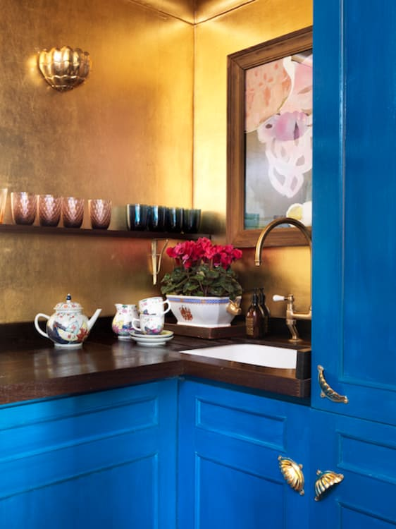 21 Dreamy Kitchen with Gold Wall Color Bold Blue Cabinetry and Capricious Hardware Designs
