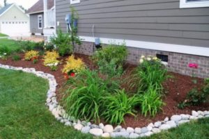 37 Get a Fresh River Type Feel from these Beautiful Garden Edging Design with Large River Rocks