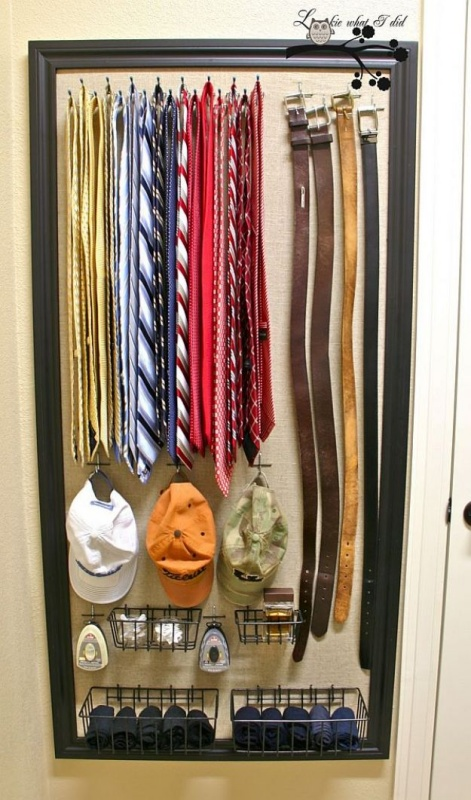 40 Inbuilt Organized Closet Idea for Small Accessories inside a Wide Wall Frame