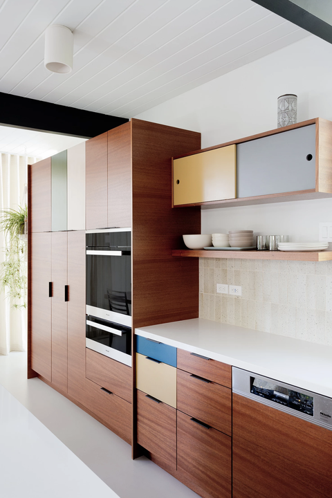 16 Light and Subtle Hardware on Trendy Wooden Cabinetry and Drawers to Save more Counter Space E ...