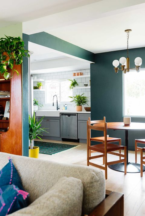 6 Lively Kitchen Dcor with Greeneries in Small Planters Around the Whole Kitchen
