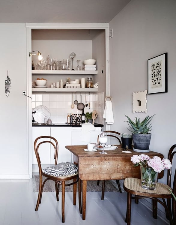 27 Monochrome Style Small Kitchen Arrangement with Huge ShelfOrganizer that Suits Best the Open  ...