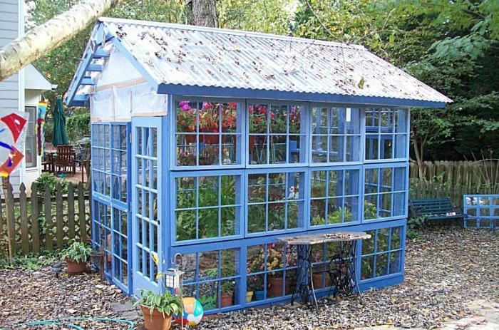 3 Plain Greenhouse Structure in Vibrant Color