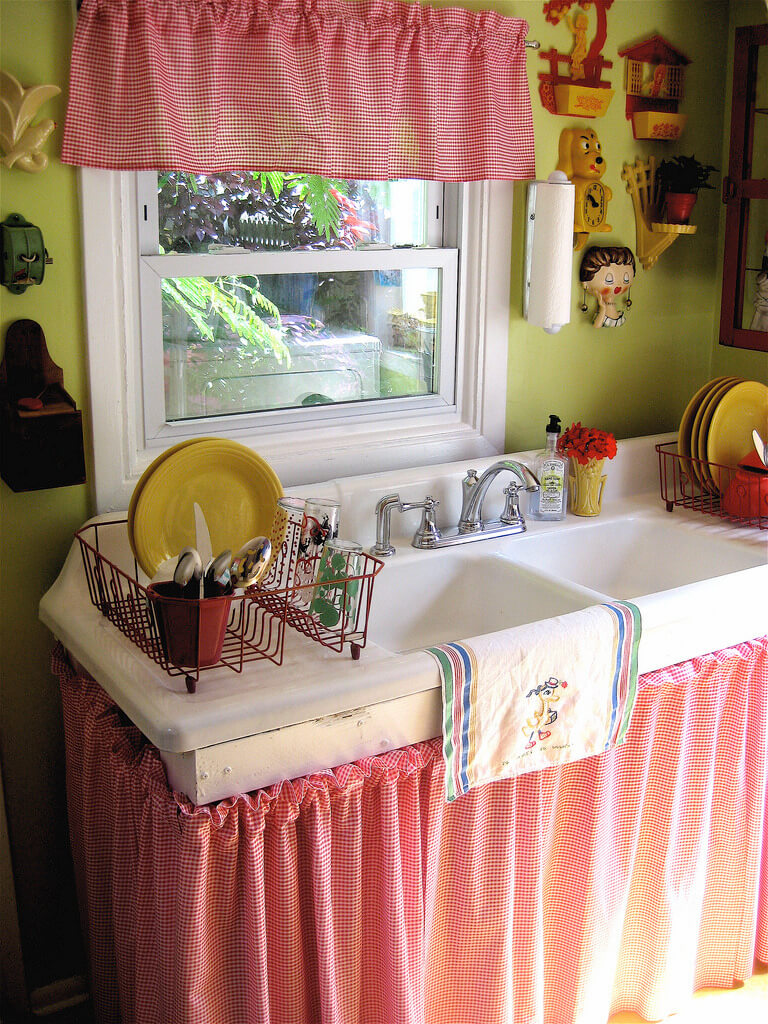 29 Pretty Nice Red Gingham UndertheSink Cabinet and OvertheWindow Curtain Set with Ruffle Top De ...