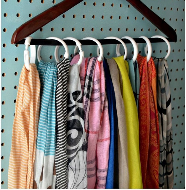 17 Smartly Ordered Clothes by Hanging Them Vertically through Old Curtain Rings inside a Large W ...
