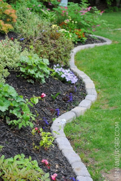 31 Traditionally Emphasized Garden Area with Stone Brick Edging