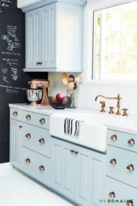 35 Trendy Small Kitchen Organization with Accent Chalk Wall Pairing with Sober Kitchen Cabinet a ...