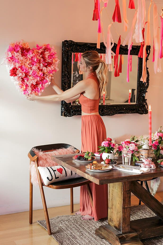 A Valentine's Day Table Setting and Room Decor Ideas
