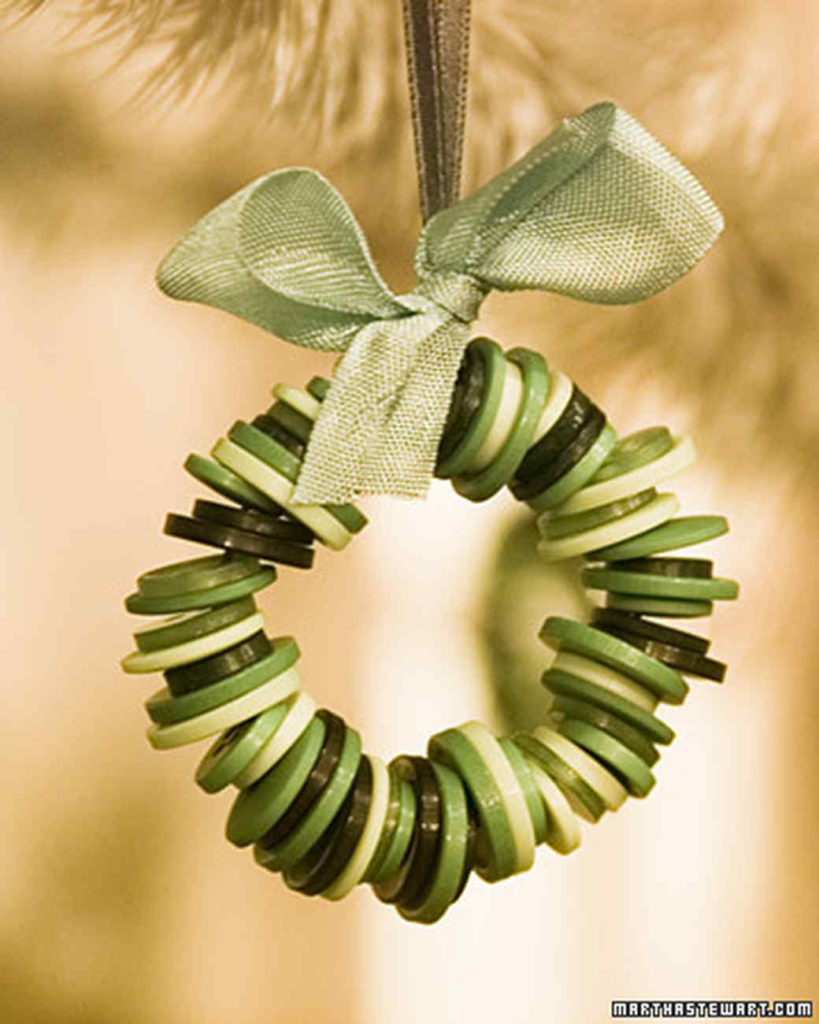 DIY Stacked Buttons Small Wreath Ornaments for Christmas Decoration