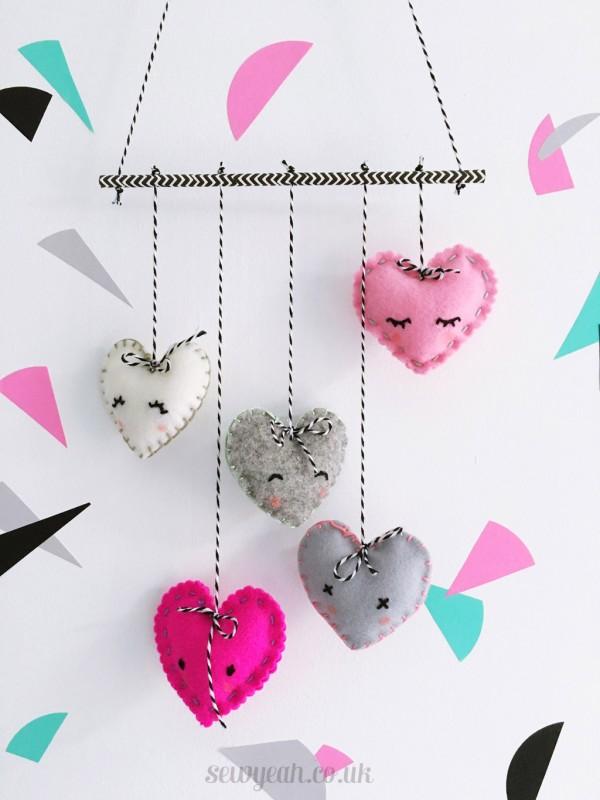 DIY Felt Heart Mobile -Valentines day Room Decor Ideas