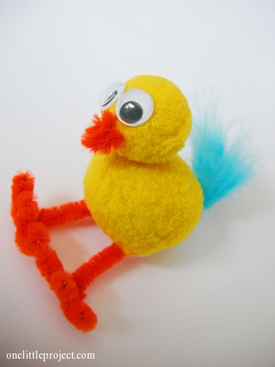 Cute Litte Chicken Craft for Easter with Pom-Pom and Pipe Cleaners