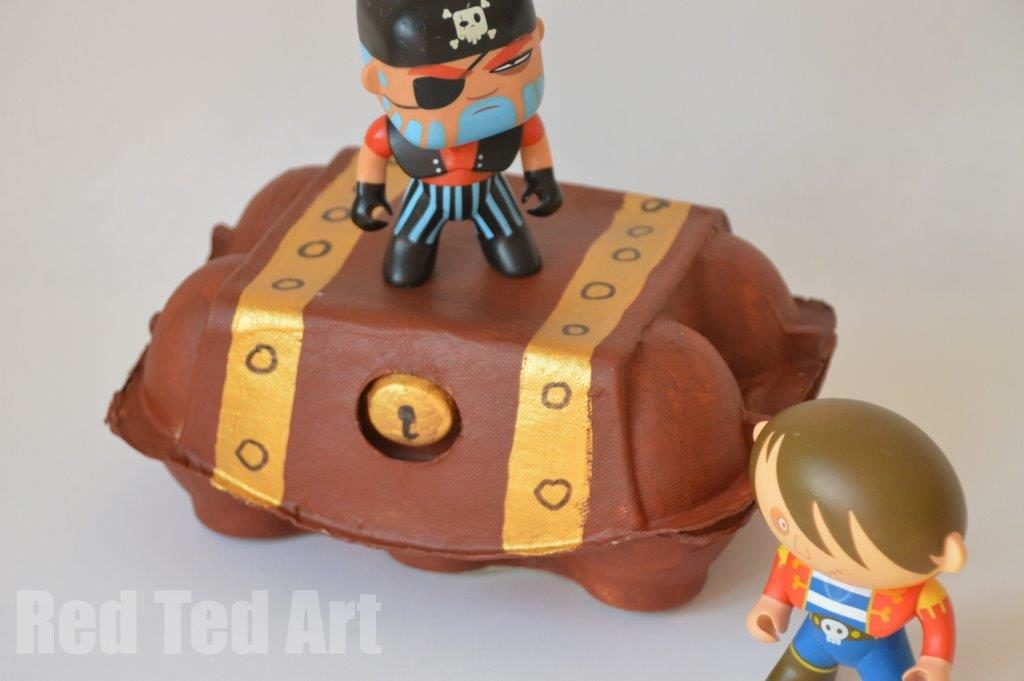 Egg Carton Crafts: Pirates Treasure box with a Nice Lock Image