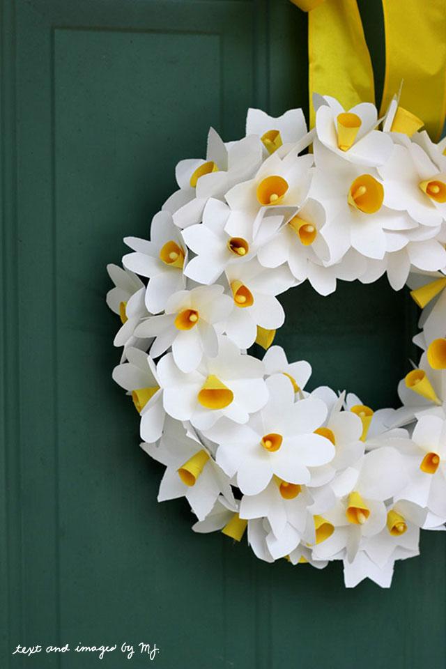 Classic DIy Wreath with Pretty Paper Daffodils