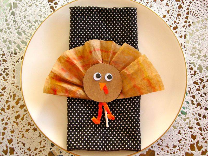 Coffee Filter Thanksgiving Craft Idea: Turkey Napkin Decor