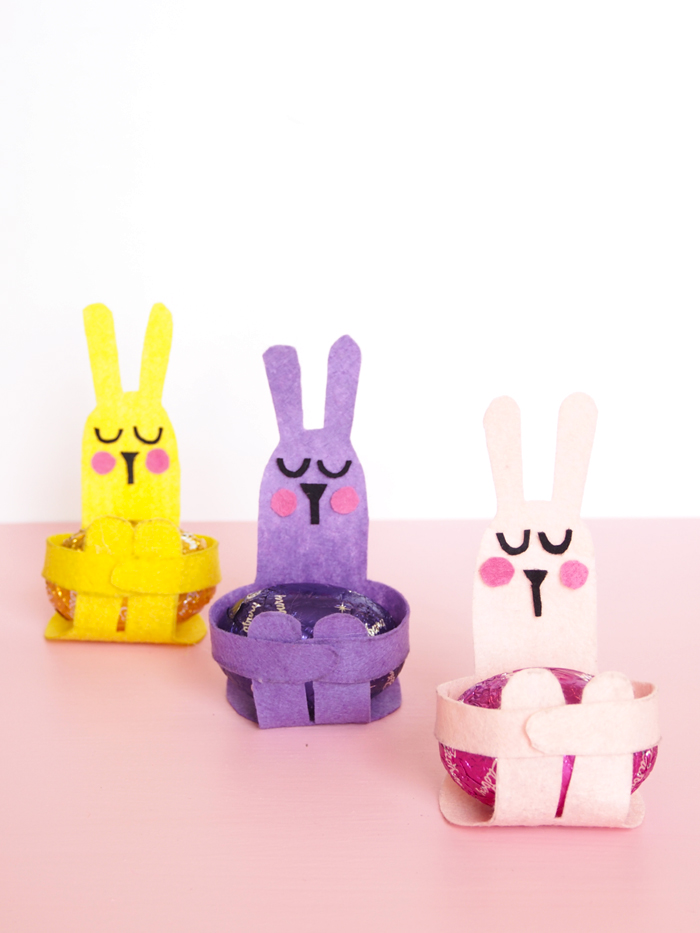 Super Adorable DIY Easter Egg Bunney Hugs