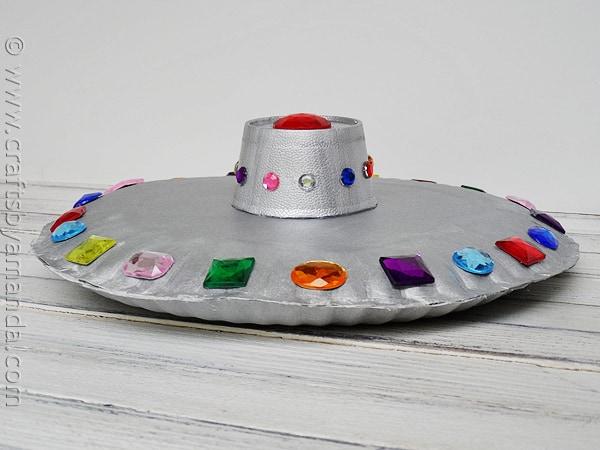 Paper Plate Craft: DIY Flying Saucer