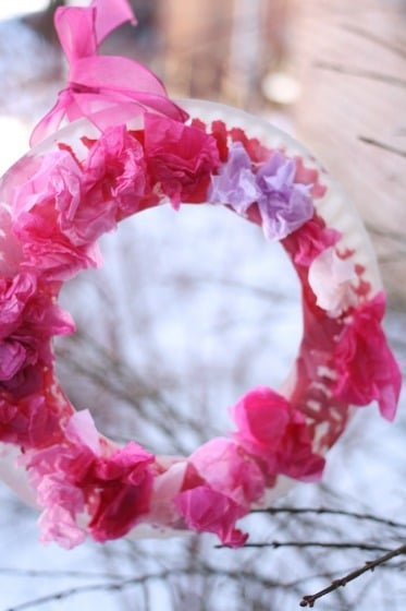 Quick and Easy Paper Plate Valentin's Wreath