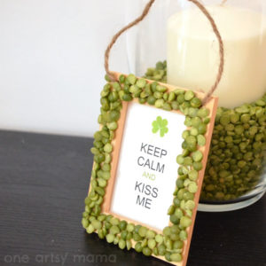 DIY Split Pea Frame Decoration for Kiss Me Sign