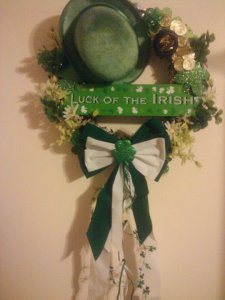 DIY Wreath Wall Art with 'Luck of the Leprechaun' Hat and Fabric Bow