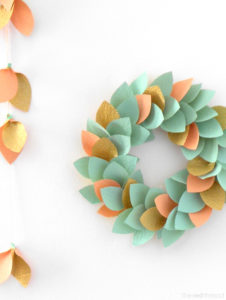 DIY Paper Wreath with Glittery Highlight