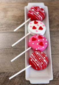Valentine's Day Oreo Pops – Food and Snack Ideas