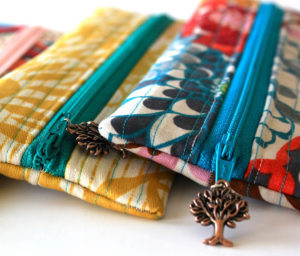 Simple Tutorial of Charmed Pencil Pouch with Zipper Encloser and Catchy Chain-Ends