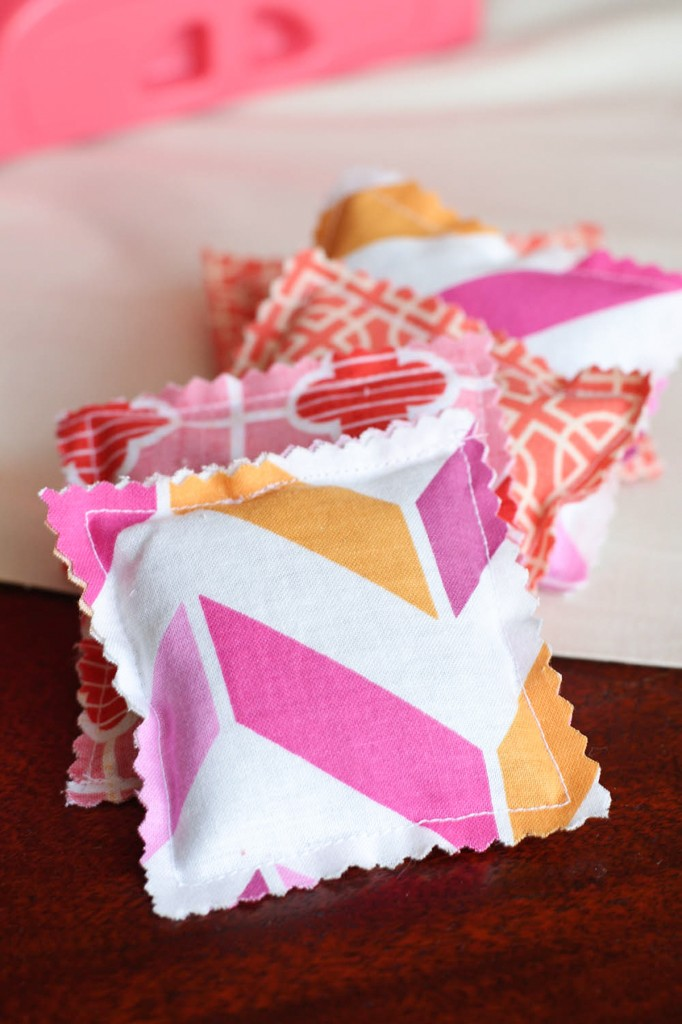 DIY Lavender Sachets: Classy DIY Project with Soft & Subtle Fabric Scraps