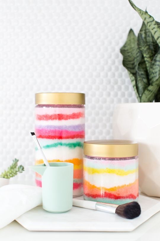 DIY Sugar Scrub Recipe with A Catchy Sand Art Preservation Style