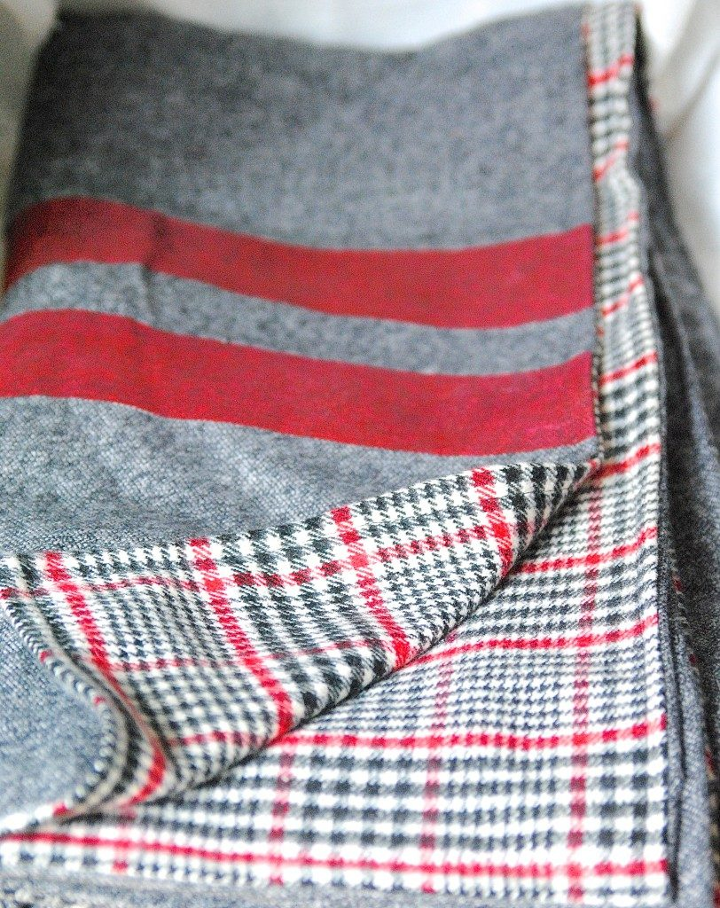 DIY Throw Blanket Tutorial: Easy Sewing Project Idea for the Beginners