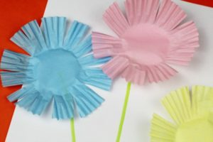 Easy Peasy Cupcake Liner Flowers Tutorial for Preschoolers
