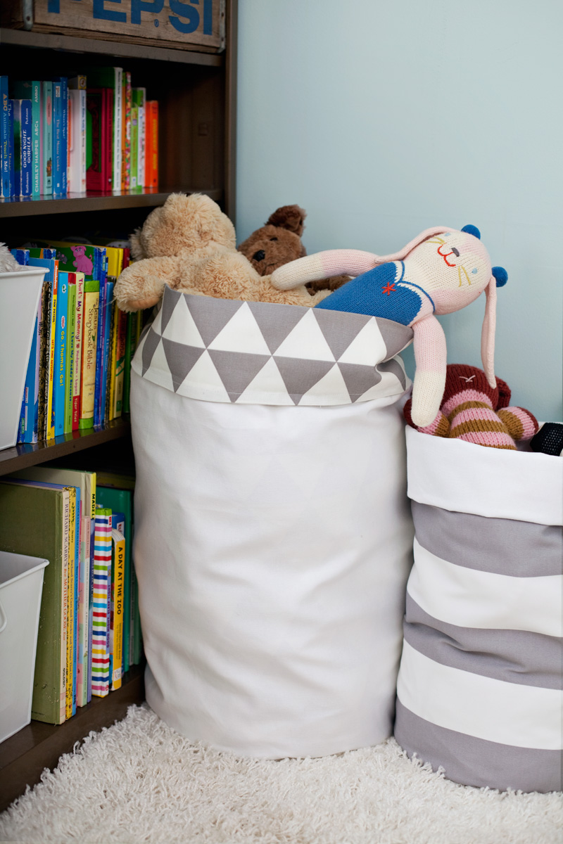 Fabric Storage Bins in Reversible Pattern: A Recycling Fabric Project Idea