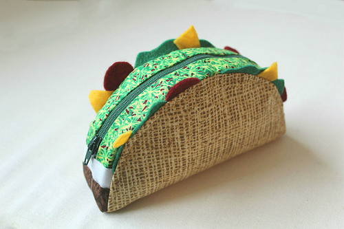 Taco Zipper Pouch in Free Pattern: A Perfect DIY Gift Idea for Foodie People