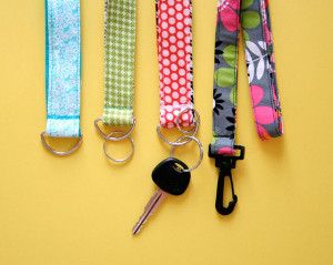 Easy Tutorial of Making Lanyard and Key Chain Wristlet