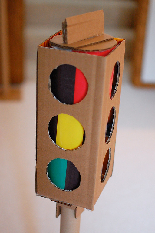 DIY Perfect Playing Object: Traffic Light with Significant Color Indications