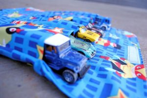 Kids Car Carrier Tutorial with fat Quarter Fabric: Crazy Little Project Idea for Kids