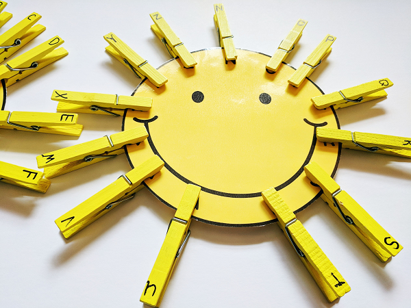 Sun Craft with Free Printable Sun Template and Clothespins