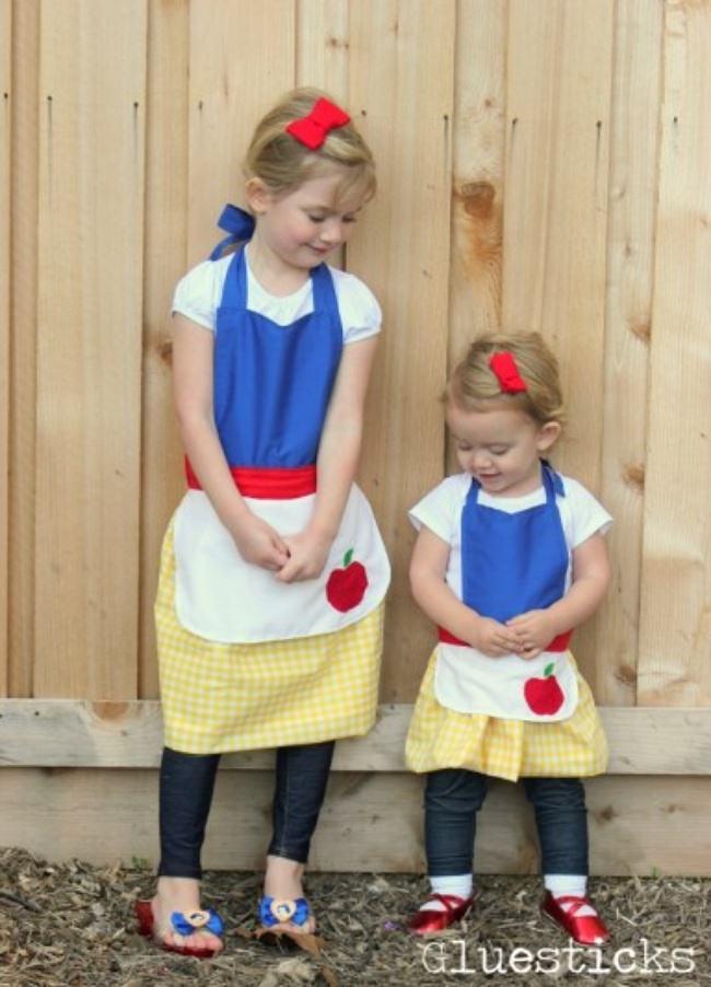 Cute Fairy Tale Pattern Apron Design with a Corner Apple Applique