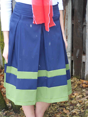 Tutorial of The Crayon Box Pleat Skirt in Cup-Muscle Length and Contrasting Hemline