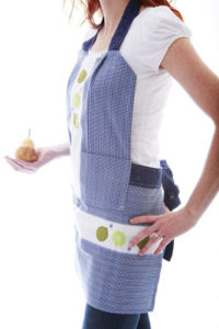 Simple No-Hemming Free Pattern Apron Design from Dishtowel Pieces