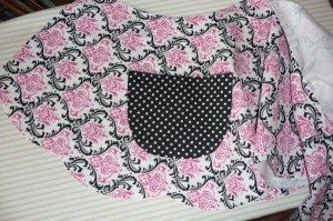 Stylish and Chic Two-Side Apron Pattern with Single Contrasting Front Pockets